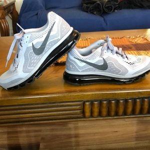 Nike Air Max Size 7 Running Shoe.